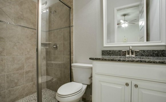 Traditional 3/4 Bathroom with