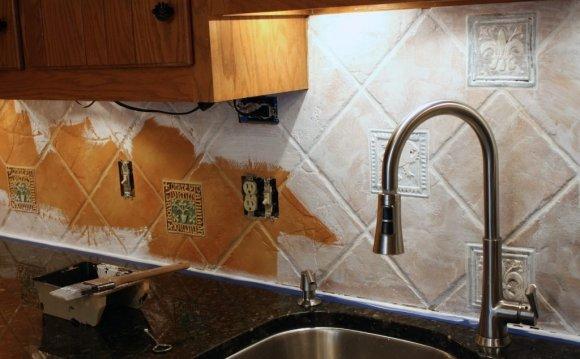Tumbled Stone Tile Backsplash
