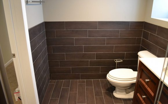 Laying stone tiles in bathroom