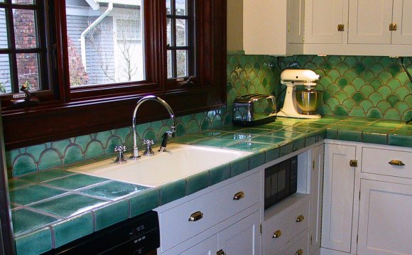 Can you tile over laminate backsplash